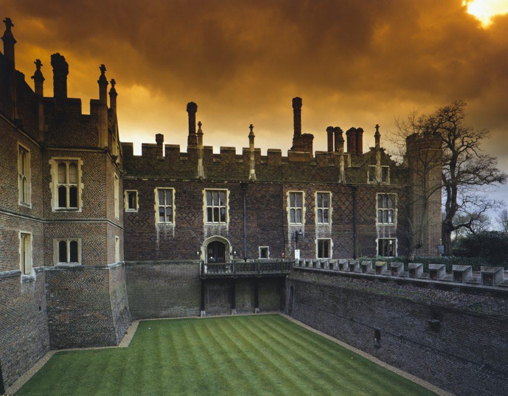 Hampton Court Palace Ghost Tours - Apartment 39