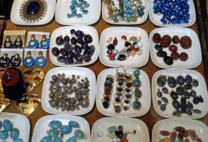 Pietre e souvenir a Tebe - Foto di Simonetta Bonamoneta