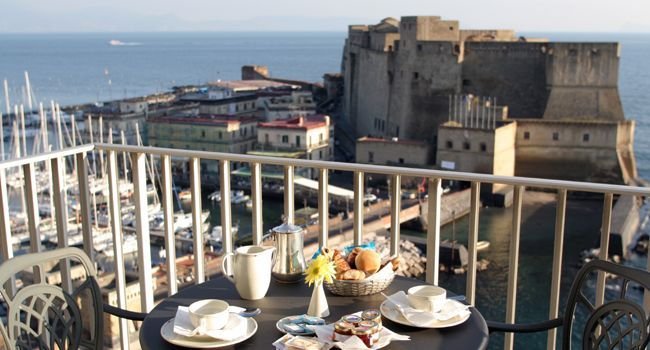 Il Castel dell'Ovo visto dall'Hotel Royal Continental