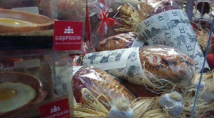 Halloween a Napoli: tombolata di esoterismo e cioccolato