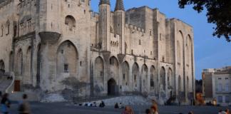 Avignone si reinventa tutto l'anno e in tutte le stagioni