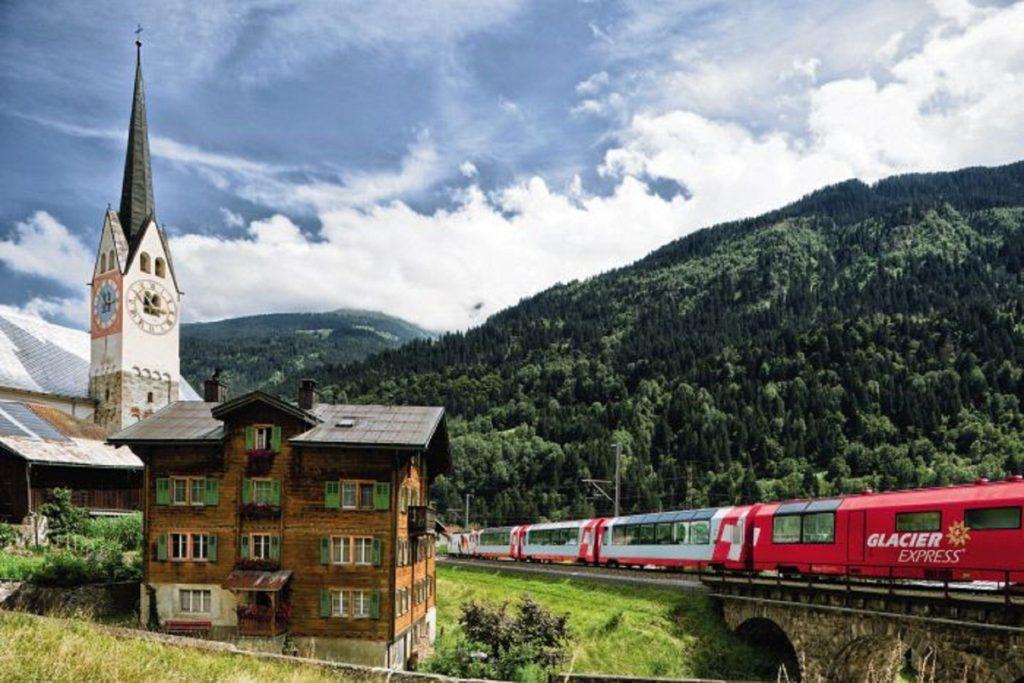 I celeberrimi treni svizzeri dell'alta montagna e... Saint Moritz in pullman