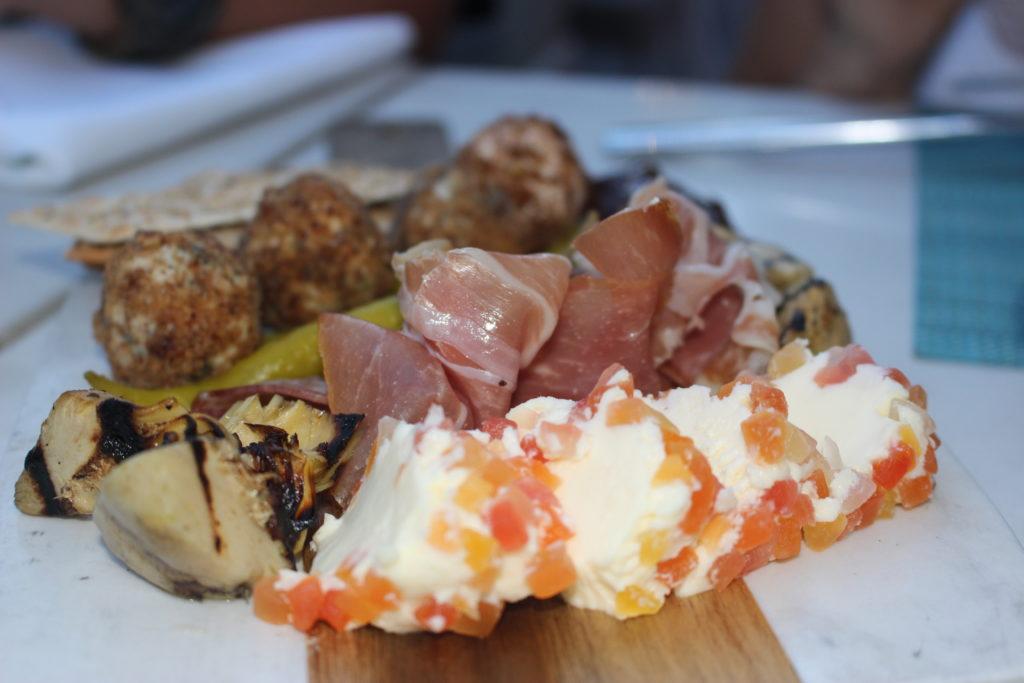 tagliere di affettatti, formaggi e verdurine - Deck sixteen, Miami