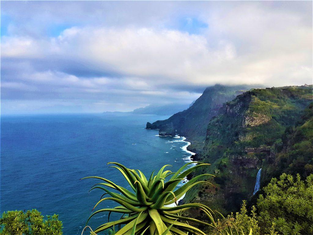 Madeira_scogliera_Vista da Quinta do Forao