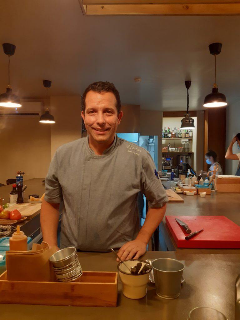 Lo chef Julio Pereira, titolare dei ristoranti Kampo e Akua, a Funchal, Madeira