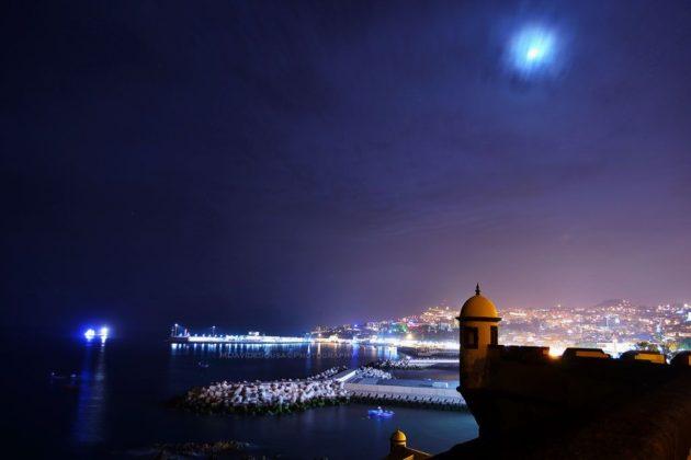 Madeira_ baia di Funchal di notte