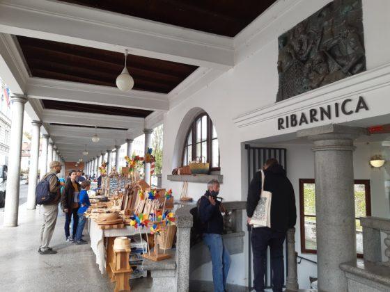 Ljubljana_Mercato centrale lungo i fiume progettato da Plečnik_ entrata Ribarnica
